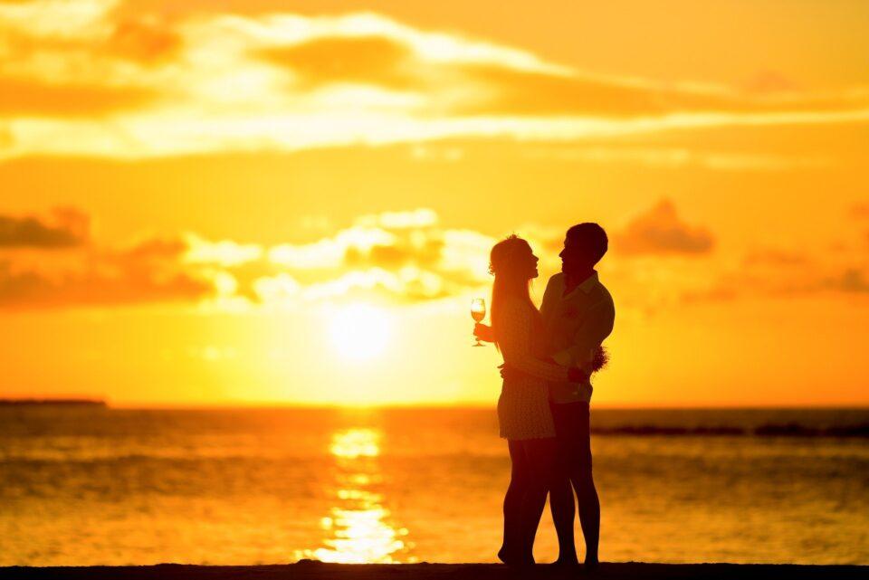 Couple Silhouette Beach Sunset Lovers Hug Hugging